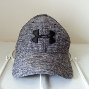 Under Armour charcoal cap with black logo - size L